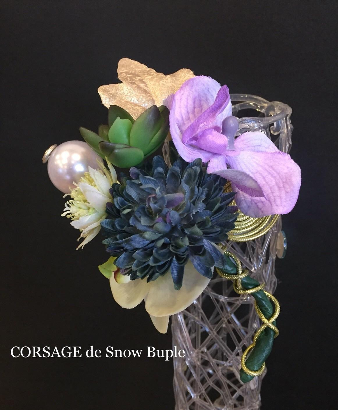 春ブルーのコサージュ